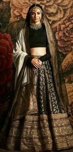 Sabyasachi~❤。An Exquisite Clothing World Traditional Fashion, Traditional Dresses, Ethnic Fashion, Asian Fashion, Fashion Usa, Indian Attire, Indian Wear, Indian Dresses, Indian Outfits