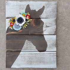 This is a handmade horse sign. The picture is the exact sign you will receive. The sign is handmade from wood and the flowers are handmade from wool felt and pearls. Wood Crafts, Diy And Crafts, Craft Projects, Crafts For Kids, Arts And Crafts, Diy Pet, Horse Gifts, Pallet Art, Camping Crafts
