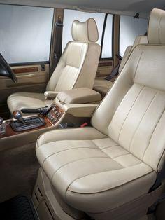 Land-Rover Special Vehicles Division による、少量生産の完全なビスポーク仕様で1994年頃に販売