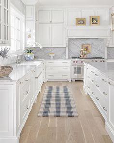 Add Chic Style with Cable Railing – Design Chic % - Kitchen designs Home Decor Kitchen, Kitchen Furniture, Kitchen Interior, Home Kitchens, Kitchen Ideas, Kitchen Inspiration, New Kitchen Designs, Furniture Cleaning, Küchen Design