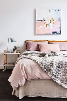 This simplistic pastel pink and grey colour scheme is both classy and cosy