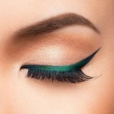 Take a cue from Pantone's Colour of the Year and inject a flash of Greenery into your make up routine. We're mixing up our liner looks with Beauty Bakerie's GELato in 'EnchantMINT': the creamy, pigmented pot of emerald liner that'll step up your make up game in one clean sweep (and flick!). Click the link in our bio to shop. ⠀⠀⠀ ⠀ #Pantone #BeautyBakerie #GELato #Eyeliner #GreenLiner #Eyeliner #Makeup #MakeupAddict #Beauty #CultBeauty