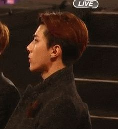 Miranda Kerr paying attention to Sehun has me giggling. You go, maknae.  oh snap…get it maknae…