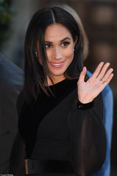 """Meghan, Duchess of Sussex opens 'Oceania' at Royal Academy of Arts on September 2018 in London, England. 'Oceania' is the first-ever major survey of Oceanic art to be held in the United Kingdom. Windsor, Divas, Sussex, Meghan Markle Style, Meagan Markle Hot, Kate And Meghan, Prince Harry And Megan, Princess Meghan, Royal Prince"