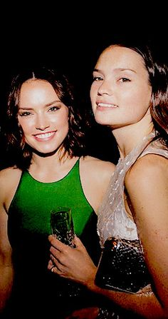 """Daisy and her sister Kika-Rose at the """"Icons of Style"""" dinner hosted by Michael Kors and Vanity Fair on May 14, 2015 in London."""