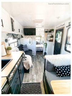 Tiny House Living, Rv Living, How To Remodel A Camper, Trailer Remodel, Diy Camper, Camper Ideas, Popup Camper, Camper Life, Rv Life