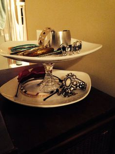 Jewelry stand for akward pieces. Two old white plates, candel holder and glue gun.