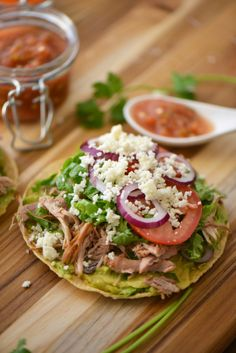 Turkey tostadas: Antojitos Mexicanos - Kelly World Mexican Dishes, Mexican Food Recipes, Dinner Recipes, Mexican Appetizers, Restaurant Recipes, Salpicon Recipe, Tostada Recipes, Mexican Street Food, Mexico Food