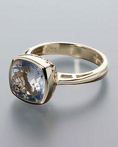 Ring mit einem blauen Bahiaopal.   Der Edelstein mit der Herkunft Brasilien wurde stumpfeckig geschliffen. Er sitzt in einer Zargenfassung.  Bahia Opal in Blau.   stumpfeckig, facettiert ca. 10 x 10 mm in Zargenfassung ca. 3,01 ct  Maße:Ringschiene im Verlauf ca. 2,3 – 3,5 mm breit Ringkopf ca. 12,2 x 13,5 mm Gewicht:ca. 4,8 g
