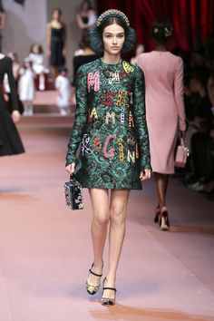 http://www.dolcegabbana.com/woman/fashion-show/winter-2016/catwalk/