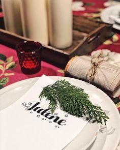 Desde nuestra mesa familiar os deseamos...Feliz Navidad ! Gabon zoriontsuak izan dezazuela! . . . . . . . . . #merrychristmas #christmasdecor #christmasdecorations #tabletop #tabletopdecor #tablesetting #woodlovers #naturelover #gold #feliznavidad navidad #decoracionnavidad #look4deco #interiorismo #interiordesign #designinspo #tabledecor #designinspiration #christmastime #organizacioneventos #proyectosdeco #candlelightdinner #donostia #sansebastian #gipuzkoa #euskalherria