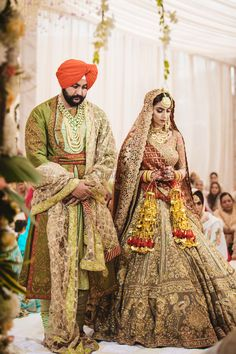 A Royal Amritsar Wedding With The Bride In A Uniquely Stunning Lehenga Indian Bridal Outfits, Indian Bridal Lehenga, Indian Bridal Wear, Sikh Bride, Punjabi Bride, Punjabi Wedding, Punjabi Suits, Salwar Suits, Sikh Wedding Dress