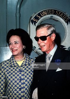 A picture of the Duke and Duchess of York, formerly King Edward VIII and Wallis Simpson, seen here at a premiere party after a showing of the motion picture 'A kings story' Wallis Simpson, Duchess Of York, Duke And Duchess, Eduardo Viii, Windsor, Kate And Harry, English Monarchs, Queen Mary, Prince Of Wales