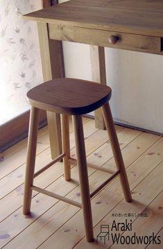 天然ウォルナット&オーク材で作った腰掛スツール