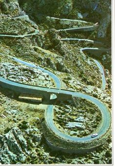 Carretera en coche para llegar a Sa Calobra Beautiful Roads, Beautiful Streets, Beautiful World, Places To Travel, Places To Visit, Roads And Streets, Road Routes, Dangerous Roads, High Road