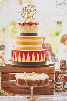 We're loving this fun, vintage carnival style wedding and gorgeous cake by Sugar Studio!