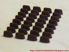 cioccolatini facili: -gianduiotti -cioccolatini al cocco (simil-bounty) -cioccolatini arancio -pasticcini con cioccolato bianco -tartufi al sesamo bianchi e neri -tartufi di ciliegie al limoncello -cioccolatini granulato amarena -rochers -mendiant -tartufi fondenti