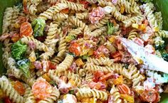 Schwartz's Kitchen: Ranch Pasta Salad I would use mayo in place of miracle whip and use the whole red and yellow pepper Ellie Hamm Ranch Pasta, Grilling Recipes, Cooking Recipes, Healthy Cooking, Healthy Eating, New Recipes, Healthy Recipes, Pasta Salad Recipes, Tzatziki