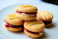 Nuselská kuchta uvádí ...: MELTING MOMENTS Melting Moments, Biscuit Recipe, Biscuits, Sweet Tooth, Sweet Treats, Menu, Sweets, Bread, In This Moment