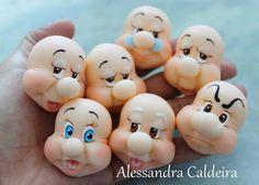 fbcdn-sphotos-g-a. ( Seven Dwarfs Heads) Polymer Clay Figures, Fondant Figures, Polymer Clay Creations, Polymer Clay Art, Fimo Disney, 7 Dwarfs, Creation Deco, Fondant Tutorial, Fondant Toppers