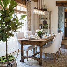 Perfect Modern Farmhouse Dining Room Design Ideas - Home Decor Ideas Esstisch Design, Farmhouse Dining Room Table, Rustic Table, Dining Room Tables, Diy Table, Rustic Dining Rooms, Rustic Wood, Raw Wood, Farmhouse Chairs