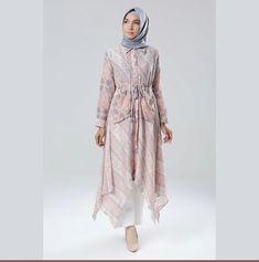 69 Ideas for blazer dress outfits party Kaftan Batik, Blouse Batik, Batik Dress, Batik Fashion, Hijab Fashion, Hijab Collection, Hijab Casual, Blazer Dress, Dress Outfits