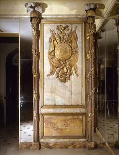 Louis XV style panneled room by Nicolas Ledoux, c. 1762 in Carnavalet museum (Paris) Style Tile, French Country Style, Vintage Interiors, French Interior, French Vintage, Mirror Panels, Hearth And Home, Vintage Tile, Wall Frames