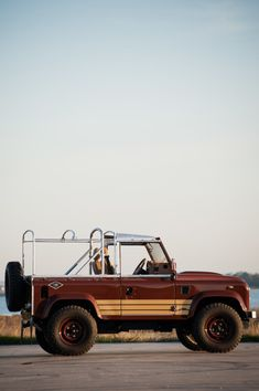 THIS CUSTOM LAND ROVER DEFENDER HAS INCREDIBLE STYLE