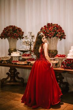 15 anos 18 ° compleanno em 2019 дизайнеры, свадьба e бар. Red Quinceanera Dresses, Quinceanera Decorations, Quinceanera Party, Quince Dresses, 15 Dresses, Wedding Dresses, Quince Decorations, Wedding Decorations, Old Hollywood Theme