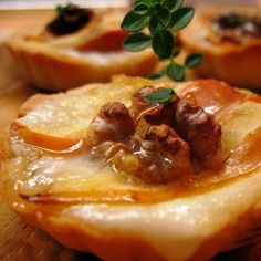Cestini di brisèe con mele, taleggio e noci  #fingerfood #italianfood #recipes #foodphotography