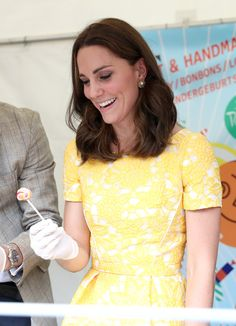 Kate Middleton Photos Photos - Catherine, Duchess of Cambridge during a tour of a traditional German market in the Central Square with Prince William, Duke of Cambridge on day 2 of their official visit to Germany on July 20, 2017 in Heidelberg, Germany. - The Duke And Duchess Of Cambridge Visit Germany - Day 2
