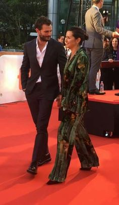 Jamie Dornan & Amelia Warner Walked the red carpet at TIFF for the premiere of Mary Shelley Jamie Dornan And Wife, Fifty Shades Movie, Jaime Dornan, Mary Shelley, Mr Grey, James Patrick, Couple Outfits, Irish Men, Hollywood