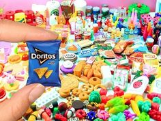 35 Handmade DIY Miniatures Doll Foods - Soda, Cakes, Pizza, Pies, etc. Doll House Crafts, Doll Crafts, Doll Houses, Miniature Crafts, Miniature Dolls, Miniature Houses, Sushi, Diy Doll Laptop, Dollhouse Miniatures