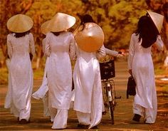 White Ao Dai is the high school uniform.