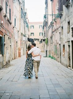 Romantic Venice engagement session: http://www.stylemepretty.com/destination-weddings/italy-weddings/2016/06/02/this-engagement-session-will-have-you-booking-a-flight-to-venice-asap/ | Photography: Thecablookfotolab - http://www.thecablookfotolab.com/