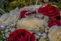 Eheringe mit der Gravur am Brautstrauß Newlyweds, Round Round, Wedding, Pictures