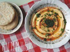 Dit traditionele hummus-recept van Ottolenghi is het beste recept voor hummus óóit. Het kost wat voorbereiding, maar dan heb je ook wat.