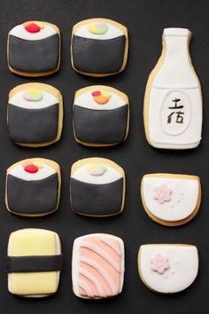 この発想、日本人にはないかも!?「SUSHI」&「SAKE」のかたちをしたクッキー!