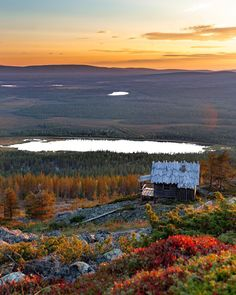 Santa's Cabin during September and ruska🍂This amazing picture by Ville Hietalahti Panning For Gold, Endless Night, Lapland Finland, Tourist Office, Whitewater Rafting, Wonderful Places, Beautiful World, Wilderness, Cool Pictures