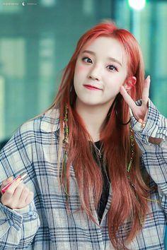 Kpop Girl Groups, Korean Girl Groups, Kpop Girls, Girl With Hat, My Girl, Soyeon, Fandom, First Girl, Minnie