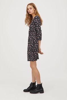 V-ringad klänning - Svart/Blommig - DAM | H&M SE 1