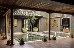 A courtyard is a part of the house that can bring you a relaxing spot if you decorate it well. You can design it into a captivating one. The courtyard house design is simple to do. Design Exterior, Modern Exterior, Interior And Exterior, Interior Garden, Small Room Interior, Asian Interior, Natural Interior, Modern Rustic Homes, Rustic Home Design