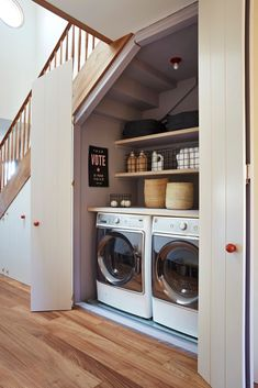 Organization Experts on the Art of Keeping the Laundry Room Tidy Ces 6 conseils d'organisation font de la magie de la buanderie Tiny Laundry Rooms, Laundry Closet, Laundry Room Organization, Laundry Room Design, Organization Ideas, Laundry Drying, Bathroom Laundry Rooms, Mud Rooms, Master Bathroom