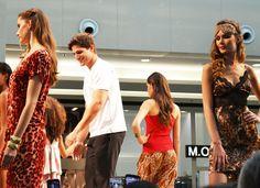 Final de coleção com participação especial de André Martinelli (ex-Big Brother Brasil)