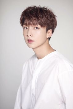 """Jeong Sewoon will be taking on his first musical! His agency Starship Entertainment stated, """"Jeong Sewoon has been cast as the male lead Danny in the upcoming performance of 'Grease,' which will open its curtains in April. Jung Sewoon, Solo Male, Id Photo, First Ever, Pop S, Mnet Asian Music Awards, Starship Entertainment, Profile Photo, Lee Min Ho"""