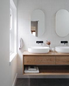 Bathroom Styling, Bathroom Interior Design, Home Interior, Interior Livingroom, Interior Plants, Interior Modern, Interior Ideas, White Subway Tile Bathroom, Modern Bathroom