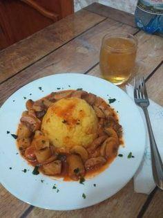 Ciuperci cu sos de vin și mămăliguță 😋👩🍳 Eggs, Chicken, Meat, Breakfast, Food, Morning Coffee, Essen, Egg, Meals