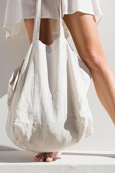 Backpacks are no longer reserved for school children. Best Tote Bags, Diy Tote Bag, Linen Bag, Fabric Bags, Cute Bags, Black Tote Bag, Black Fabric, Canvas Tote Bags, Fashion Bags
