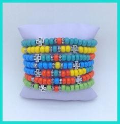 Mix de 7 pulseiras de miçangas coloridas com strass.  Tamanho ajustável.