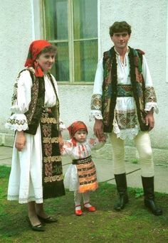 FolkCostume&Embroidery: Overview of the Folk Costumes of Europe, Transylvania